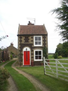 small_house_roydon_-_geograph-org-uk_-_583520.jpg-w=540